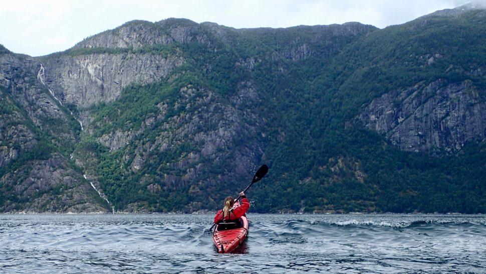 Norske fjordy namorskom kajaku